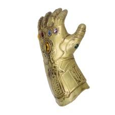 Manusa tip Thanos Avengers